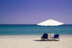 Entspannung am Strand lizenzfreie stockfotos