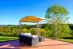 Entspannungs-Bereich mit Sofa in einem Toskana-Erholungsort Lizenzfreie Stockfotografie