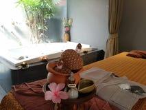 Entspannungstime†‹with†‹Badekurort massage†‹treatment†‹ stockfotos