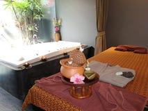 Entspannungstime†‹with†‹Badekurort massage†‹treatment†‹ stockbilder