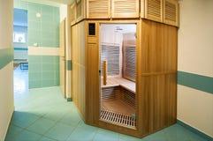 Entspannungszone mit Sauna von der Außenseite Lizenzfreies Stockbild