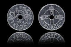 Entsprechend und Rück von einer Münze der norwegischen Krone Stockbilder