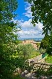 Entspringen Sie in Toskana, ein Weg im Park nahe San Gimignano Lizenzfreies Stockfoto