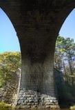 Entsteinen Sie Bogenbrücke Lizenzfreie Stockfotos