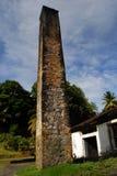 Entsteinen Sie Kontrollturm und blauen Himmel Lizenzfreies Stockfoto
