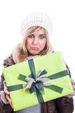 Enttäuschte Frau mit Geschenk Stockbild