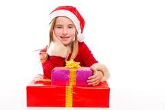 Entusiasmado feliz da menina da criança de Santa do Natal com presentes da fita Imagens de Stock Royalty Free