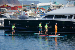 4 entusiastas do barco na doca de Cape Town Fotografia de Stock