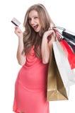 Entuzjastyczna zakupy dama używa kredyt lub kartę debetową Fotografia Royalty Free