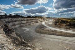Entwicklung der Kreidegrube Vogelperspektive des Steinbruchs lizenzfreies stockbild