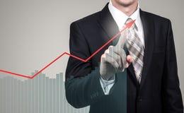 Entwicklungs- und Wachstumskonzept Geschäftsmannplanwachstum und Zunahme von positiven Indikatoren seines Geschäfts und Finanzier Stockfotos