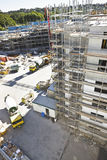 Entwicklungsinfrastruktur von zwei Gebäuden und von Mischer t Lizenzfreie Stockfotografie