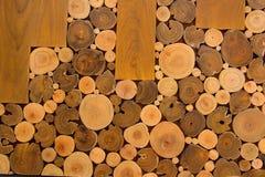 Entworfen vom Holz auf Tabelle Lizenzfreies Stockfoto