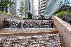 Entworfener Architekturwasserfall in HK-Zentrale lizenzfreies stockbild