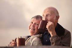 Entzückende ältere Paare lizenzfreie stockbilder