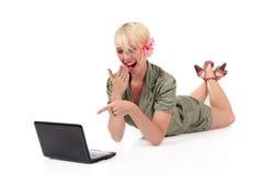 Entzückende junge blonde Frau Stockfotografie
