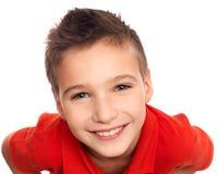 Entzückender junger glücklicher Junge Stockfoto