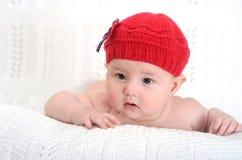 Entzückendes Baby im Hut Stockfotos