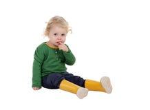 Entzückendes Baby mit gelben gumboots Lizenzfreie Stockfotos