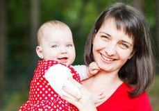 Entzückendes Baby und ihre Mutter Lizenzfreie Stockfotos