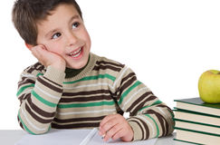 Entzückendes Kind, das in der Schule denkt Lizenzfreies Stockbild
