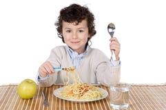 Entzückendes Kind hungrig zu der Zeit des Essens Lizenzfreie Stockfotos