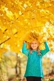 Entzückendes kleines Mädchen mit einer Kappe Lizenzfreies Stockbild