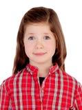 Entzückendes kleines Mädchen mit rotem kariertem Hemd Stockbild