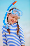 Entzückendes kleines Mädchen am Strand Lizenzfreie Stockbilder