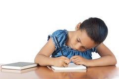 Entzückendes Mädchenstudieren Lizenzfreie Stockbilder
