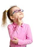 Entzückendes Kind in den Gläsern, die oben lokalisiert schauen Lizenzfreies Stockbild