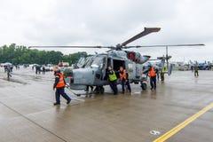 Enubåt och ensändnings helikopter - AgustaWestland AW159 vildkatt Royaltyfri Foto