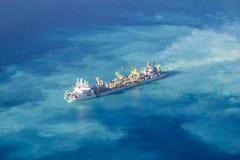 Envíe crear el nuevo atolón en los Maldivas, Ari Atolls del norte Imagenes de archivo