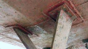 Envíe el metal oxidado viejo del propulsor en el astillero en el puerto de Moscú almacen de metraje de vídeo