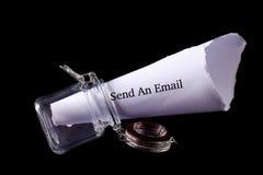 Envíe la nota del correo electrónico imagen de archivo libre de regalías