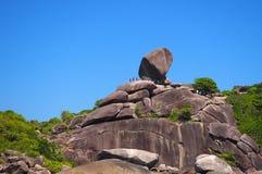 Envíe la piedra de la forma en las vacaciones famosas en Krabi, Tailandia Imagenes de archivo