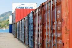 Envíe los envases en el puerto de entrometido sea, Madagascar fotos de archivo libres de regalías