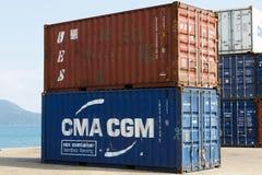 Envíe los envases en el puerto de entrometido sea, Madagascar fotografía de archivo libre de regalías