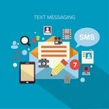 Envío de mensajes de texto Foto de archivo libre de regalías