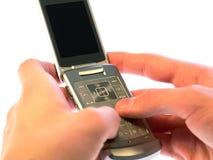 Envío de mensajes de texto del teléfono celular   Foto de archivo