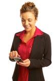 Envío de mensajes de texto hermoso de la mujer de negocios fotografía de archivo