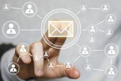 Envío en línea del correo de la mensajería del botón del negocio Imagenes de archivo