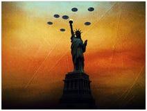 Envahisseurs d'UFO au-dessus de statue de la liberté illustration de vecteur