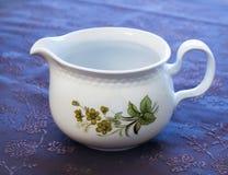Envase blanco de lujo para la leche Fotografía de archivo libre de regalías