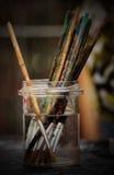 Envase con los cepillos Foto de archivo