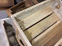 Envase de madera con las manijas de la cuerda Foto de archivo