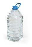 Envase de plástico con agua Fotos de archivo