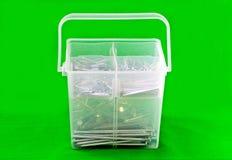 Envase de plástico de clavos Imagenes de archivo