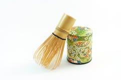 Envase del té de Chasen (el bambú bate) y de Macha fotografía de archivo