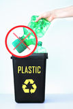 Envase para reciclar - plástico Imagen de archivo